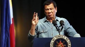 Duterte ofrece un discurso durante la convención de la Liga de Concejales Filipinos en Pasay, el 8 de marzo.