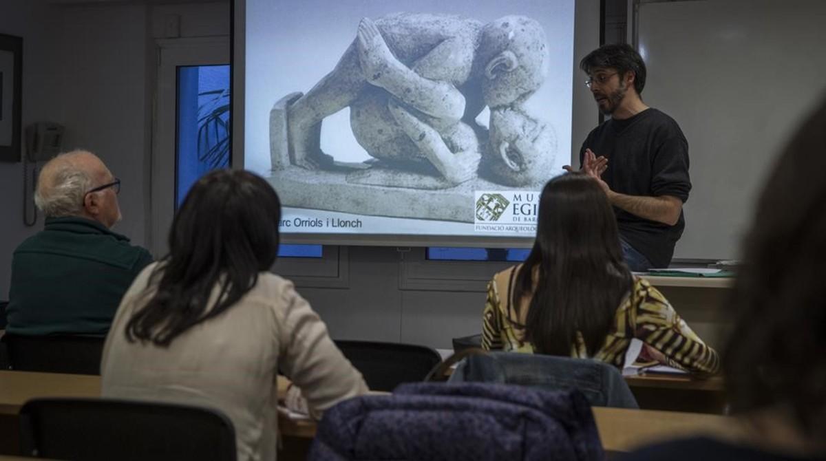 Orriols, en un momento de su charla en el Museu Egipci, en Barcelona.