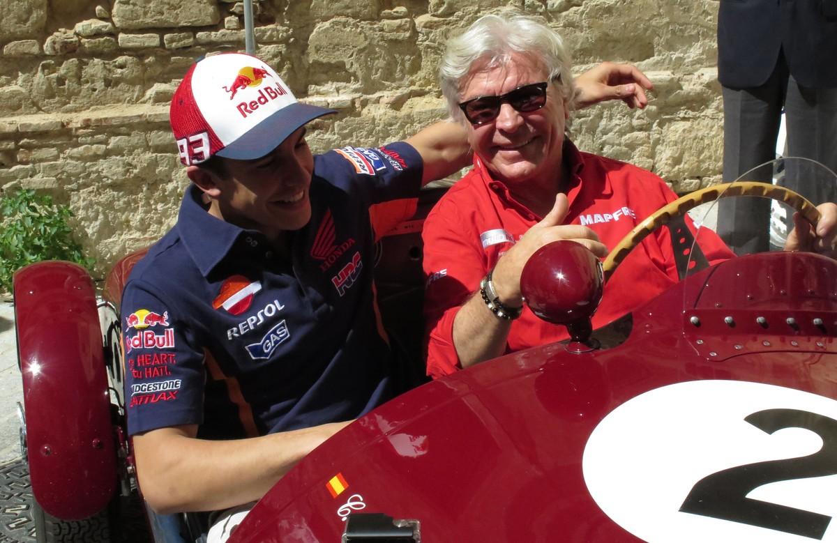 Al volante, con Márquez.