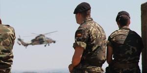 Simulacro de operación militar en unas maniobras del Ejército.