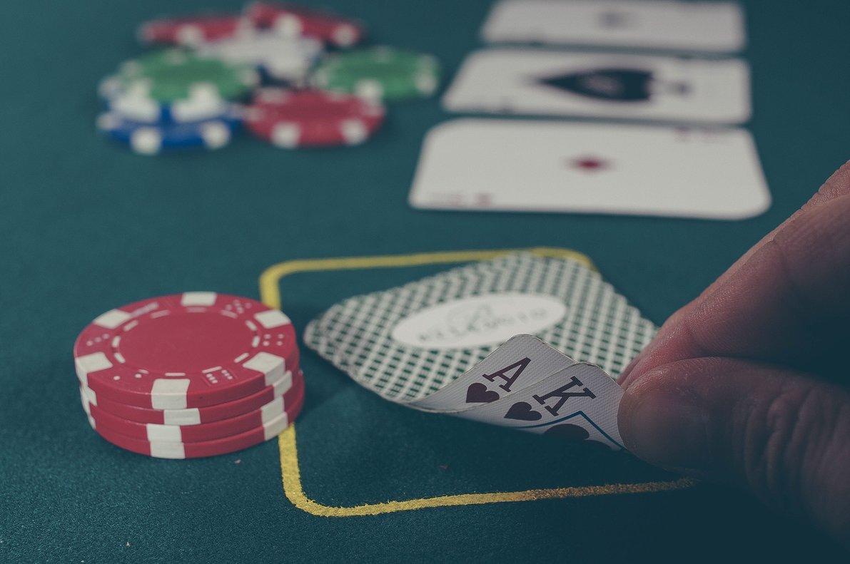 Crean una Inteligencia Artificial capaz de derrotar a cinco humanos en una partida de póquer
