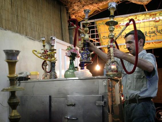 Shishas en un restaurante de Teherán.
