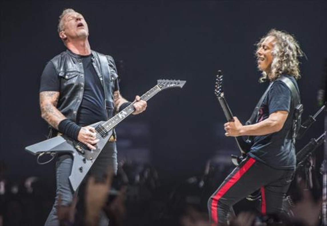 James Hetfield y Kirk Hammett, en un momento del concierto de anoche en el Palau Sant Jordi.