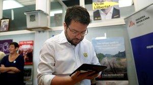 El 'vicepresident' Pere Aragonès vota de forma electrónica en la consulta de ERC.