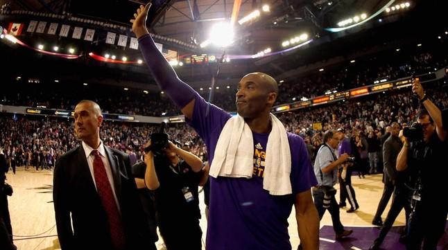 Kobe Bryant se despidió como una estrella