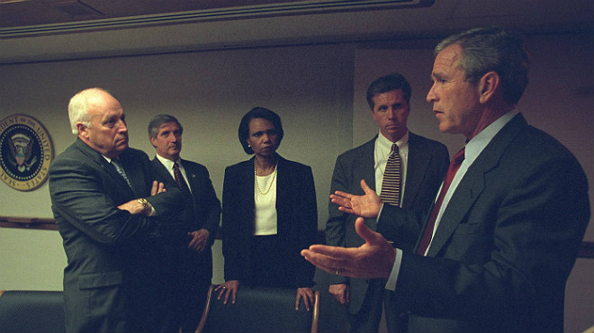 EEUU saca a la luz las fotos inéditas de los primeros instantes del Gabinete tras conocer los atentados de las Torres Gemelas.