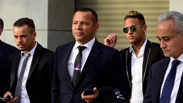 Un grupo de abogados ha depositado esta mañana en la sede la Liga la cláusula del delantero brasileño