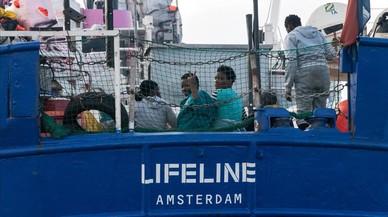 Dos barcos con mas de 300 personas siguen bloqueados en el Mediterráneo