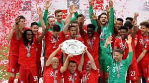 Los jugadores del Bayern celebran el título de la Bundesliga.