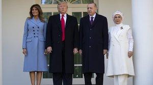 Los presidentes Trump y Erdogan con sus esposas en la Casa Blanca.