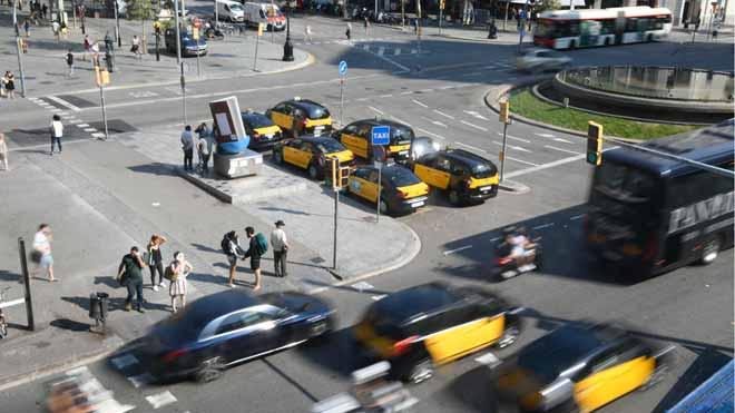 Los taxistas de Barcelona desconvocan la huelga y retoman el servicio.