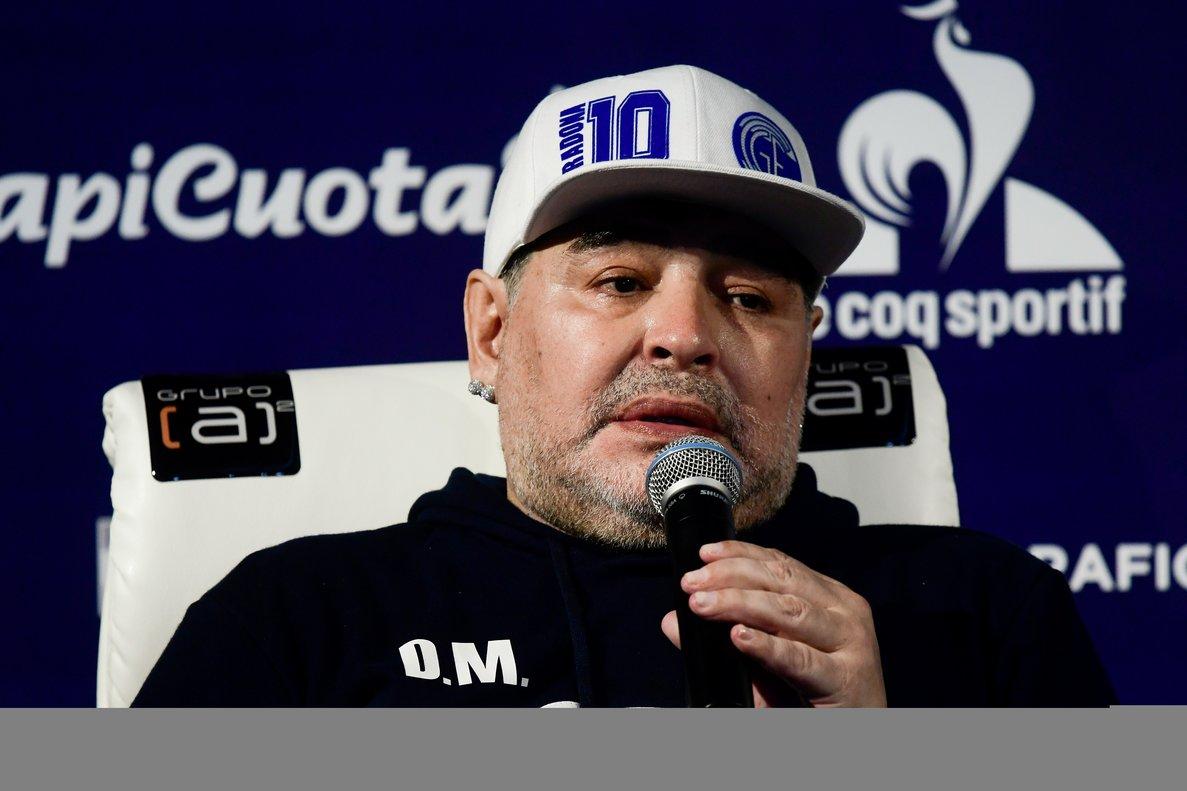 Diego Armando Maradona sigue al frente de Gimnasia y Esgrima La Plata.