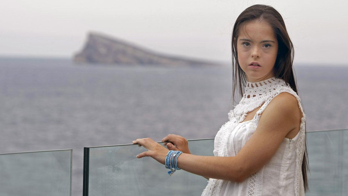Marián Ávila, la primera modelo española con síndrome de Down, cumple su sueño de desfilar en Nueva York.