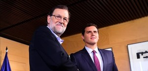 Mariano Rajoy y Albert Rivera posan tras un encuentro en el Congreso, en Madrid el 18 de agosto.