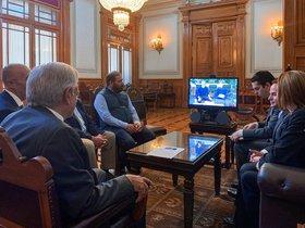 El presidente de México, Andrés Manuel López Obrador enuna videollamada conMark Zuckerberg.