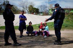 Los inmigrantes reciben atención humanitaria y cumplen un proceso migratorio a través del Sistema Integral de Control Biométrico Migratorio de Honduras.
