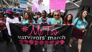 Mujeres supervivientes de abuso y acoso sexual se manifiestan en Hollywood, California, en una protesta del movimiento #MeToo