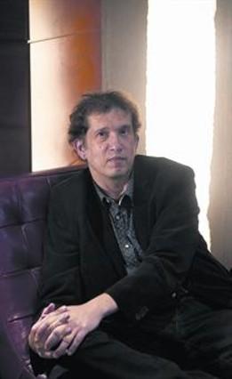 Nueva novela 8 El escritor Joan-Lluís Lluís, en Barcelona.