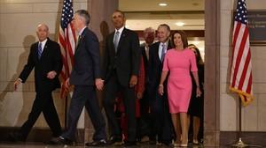 Obama llega a la reunión con los miembros demócratas del Congreso.
