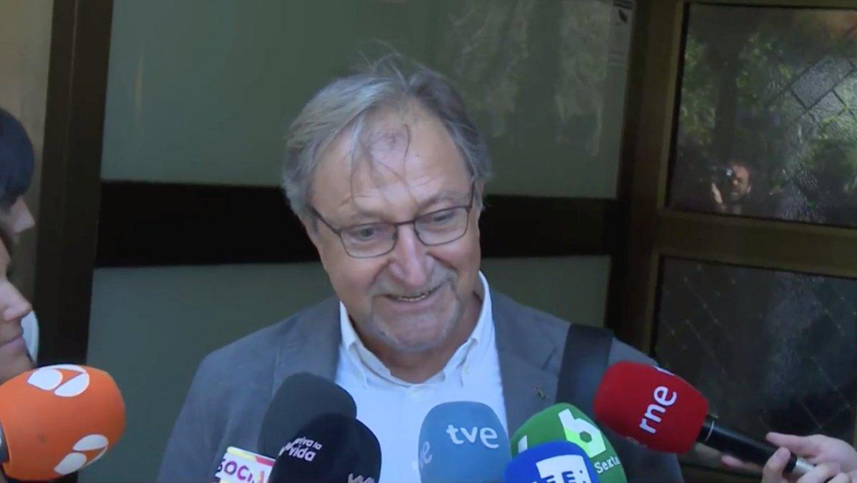 Paco Lobatón ha sido otro de los rostros de la pequeña pantalla que se ha despedido Chicho Ibáñez Serrador en el tanatorio de la M-30.