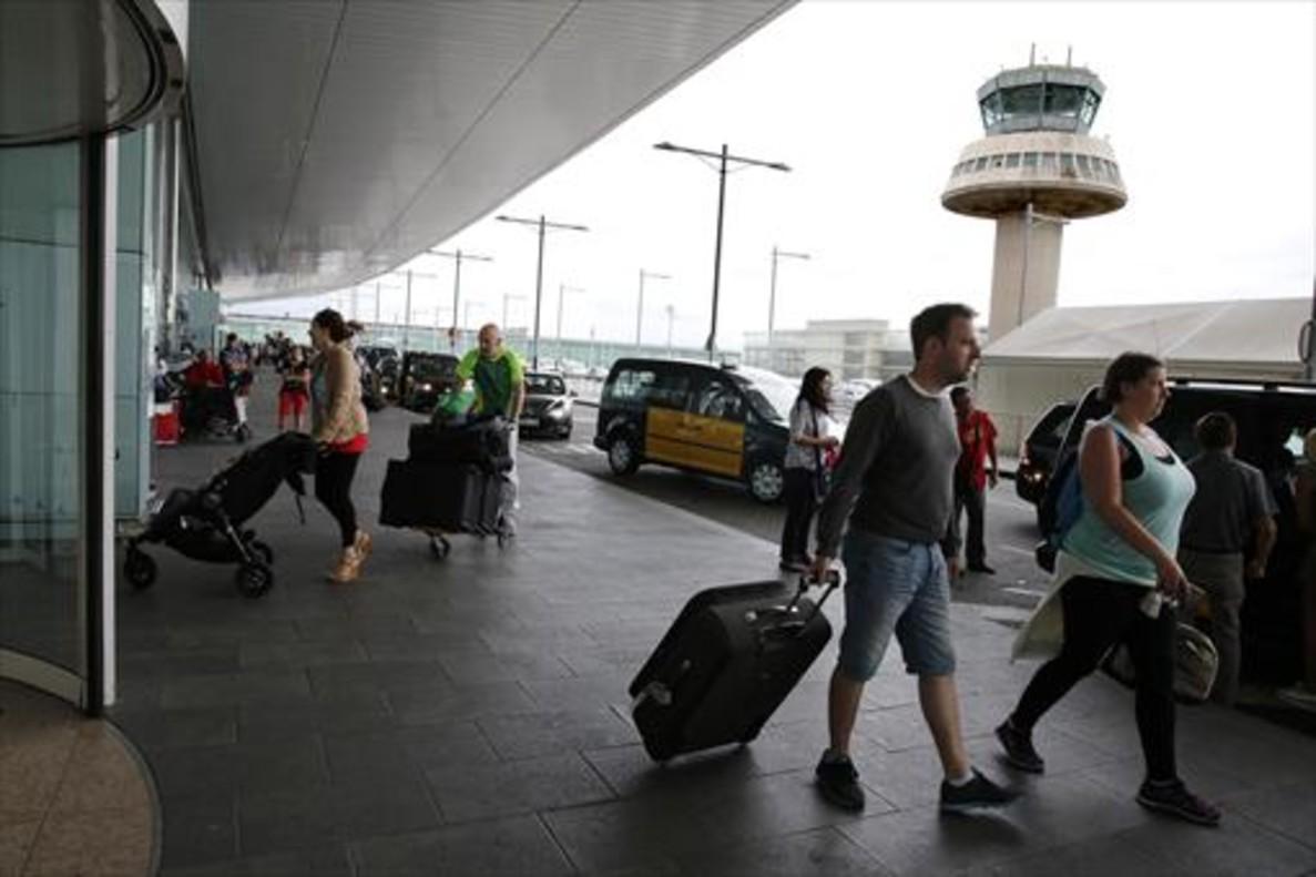 El Prat 8Pasajeros del aeropuerto barcelonés, en julio pasado.
