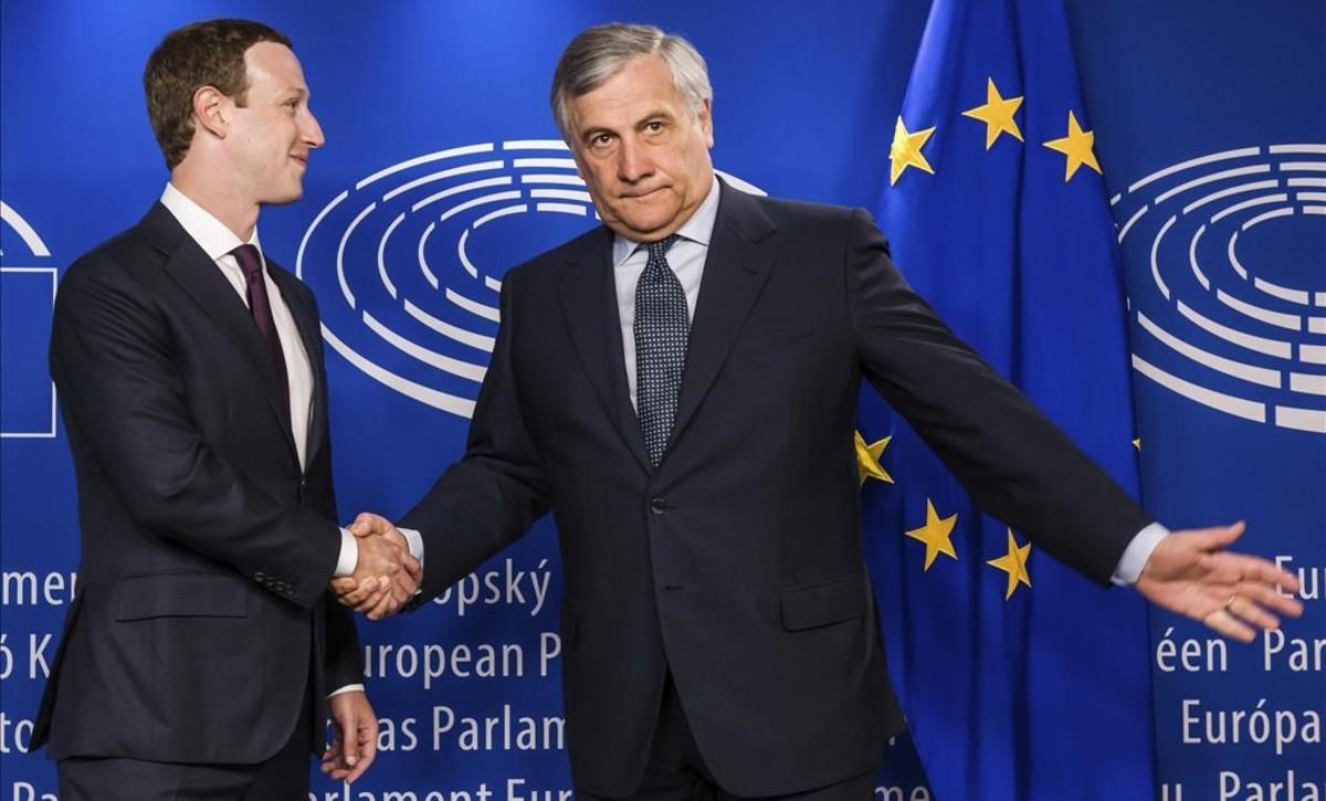 El presidente del Parlamento Europeo, Antonio Tajani, recibe al fundador de Facebook, Mark Zuckerberg.