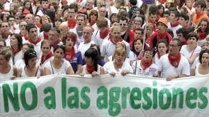 Protestaen Pamplona por las agresiones sexuales durante los Sanfermines deeste año.