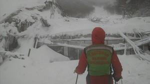 Un miembro de un equipo de rescate de los Alpes en una foto del pasado mes de enero.