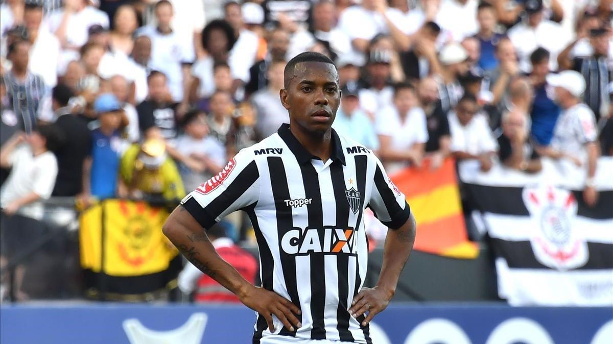 Robinho durante un partido con Atlético Mineiro antes de marcharse a Turquía