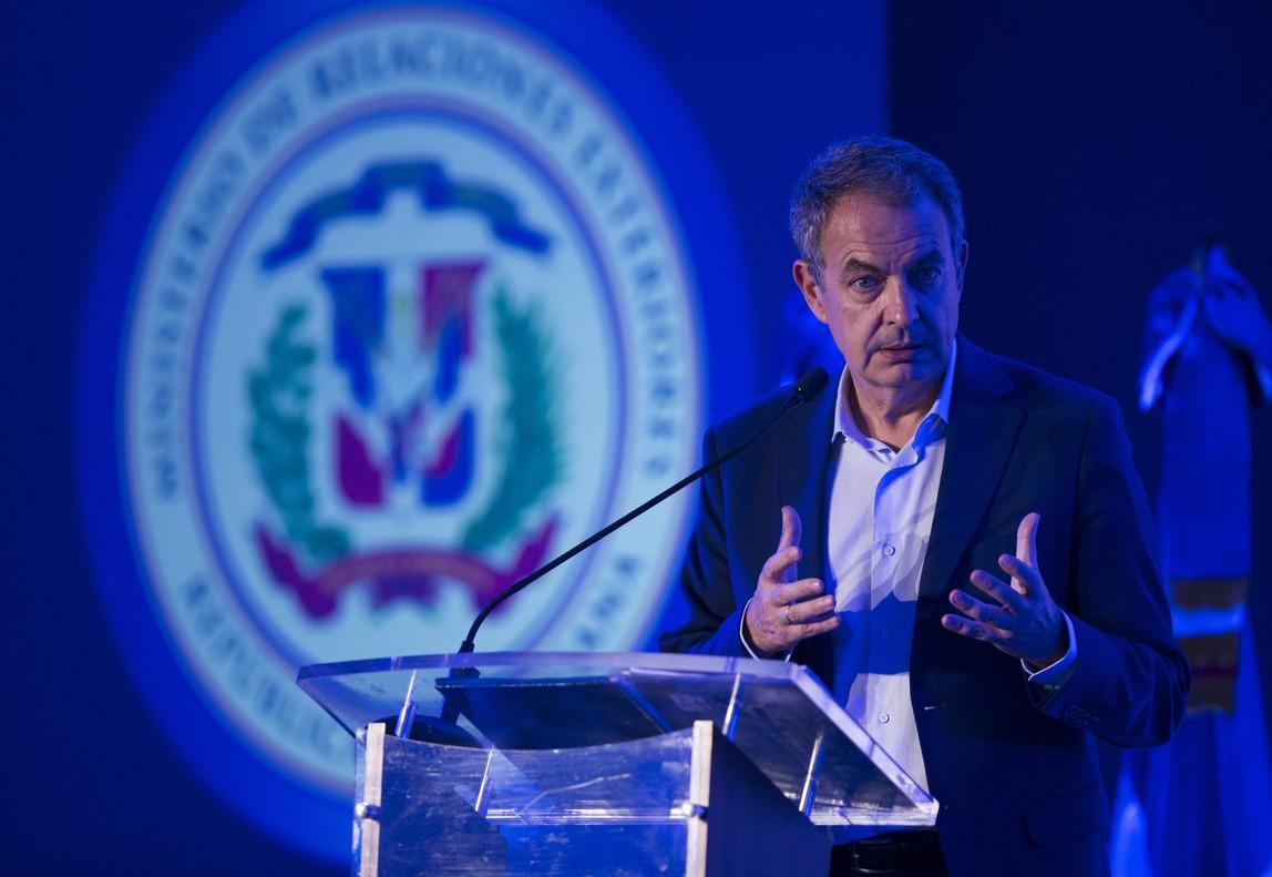 El expresidente del Gobierno espanol Jose Luis Rodriguez Zapatero dicta la conferencia La igualdad de genero como derecho en la sede de la Cancilleria dominicana en Santo Domingo Republica Dominicana.
