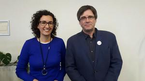 La dirigente de ERC, Marta Rovira, junto al president de la Generalitat cesado, Carles Puigdemont, en Bruselas.