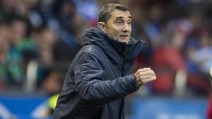 Valverde da instrucciones a sus jugadores en el encuentro disputado en Riazor.