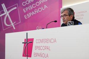 El secretario general y portavoz de la Conferencia Episcopal Española (CEE) y obispo auxiliar de Valladolid, Luis Argüello, este jueves.