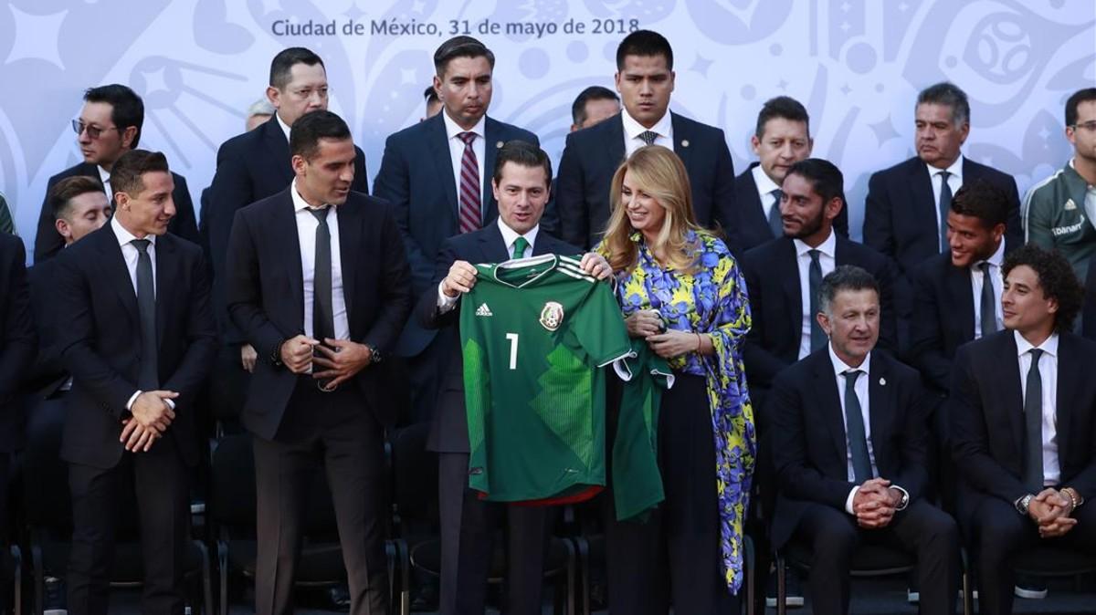 La selección mexicana de fútbol se despidió de su presidente, Enrique Peña Nieto, y su esposa, Angélica Rivera.