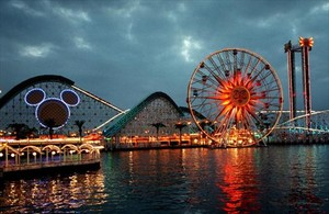 La silueta de Mickey Mouse preside el Disney California Adventure, pegado a Disneyland, en Anaheim (California).
