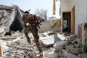 Un soldado del Ejército Democrático sirio en Raqqa.