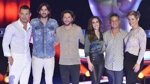 Jesús Vázquez, Melendi, Manu Carrasco, Malú, Alejandro Sanz y Tania Llasera conforman el equipo de presentadores y coaches del talent show de Tele 5 La voz.