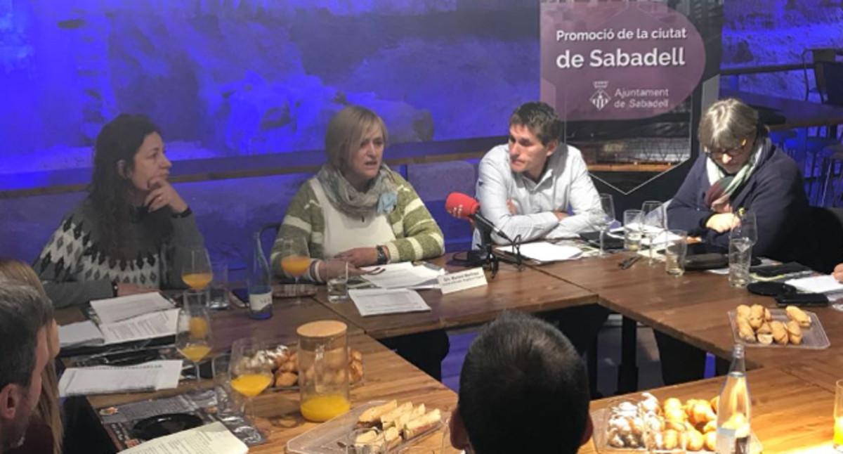la teniente de alcalde de Promoción de la Ciudad e Innovación y concejala de Deportes, Marisol Martínez, presenta el nuevo programa para el curso 2018-19.