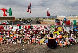El memorial a los muertos en el tiroteo de El Paso, Texas. EFE