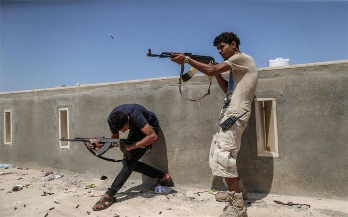 Combatientes en Trípoli, Libia.