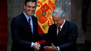 Andrés Manuel López Obrador recibe a Pedro Sánchez en el Palacio Nacional de la ciudad de México, el pasado 30 de enero.