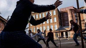Varios niños juegan en una de las actividades de la edición del año pasado del festival Dau Barcelona.
