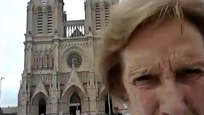 El vídeo viral de dos abuelas que se lían con la función selfi