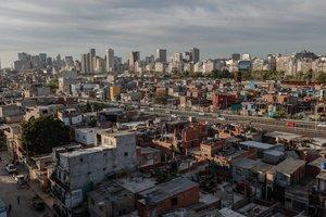 Según la Secretaría de Finanzas, a finales de diciembre pasado la deuda bruta de Argentina ascendía a 323.177 millones de dólares.