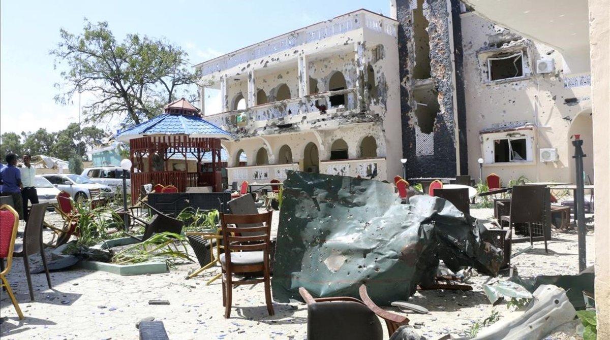Vista del hotel tras el atentado.