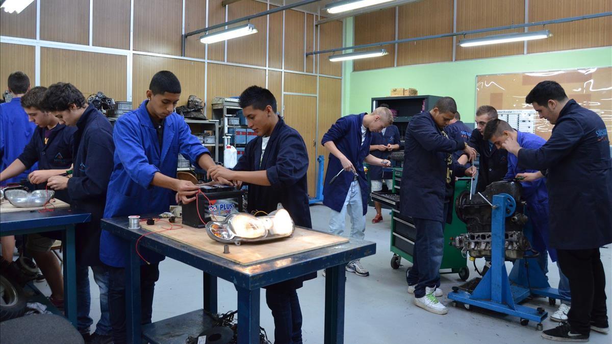 Estudiantes de un ciclo de formación profesional en una escuela de Barcelona.