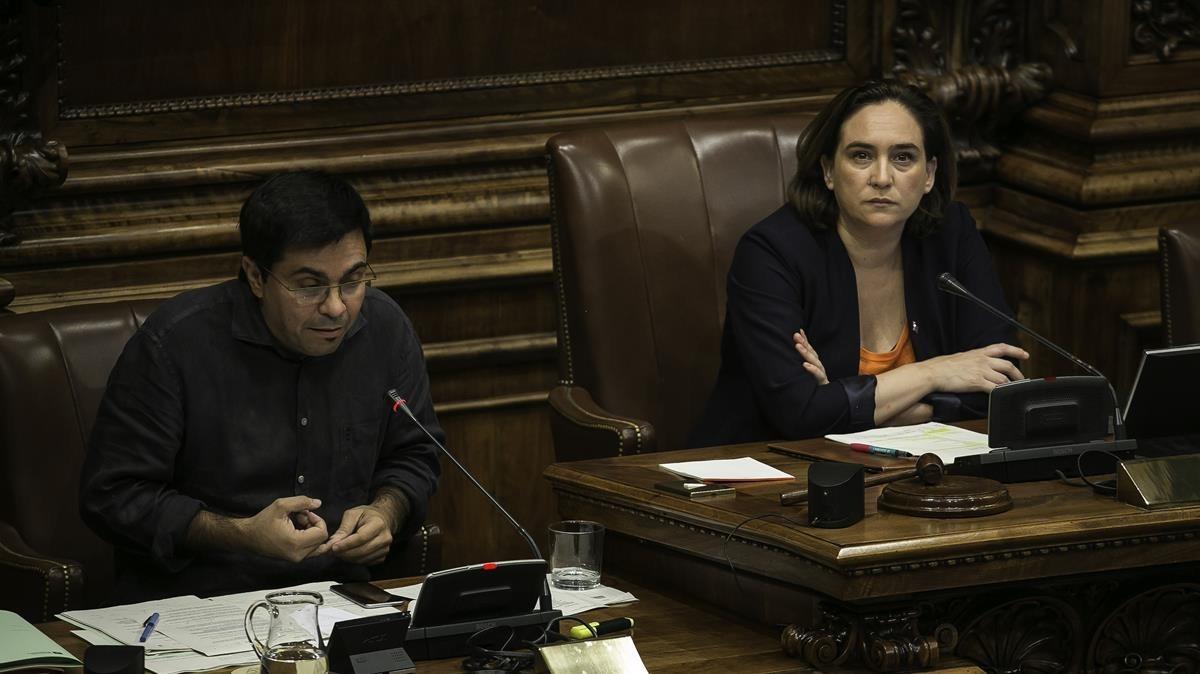 Colau, durante el pleno municipal de Barcelona que se celebró el 6 de octubre.