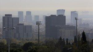 Imagen de Barcelona durante un capítulo de fuerte contaminación.