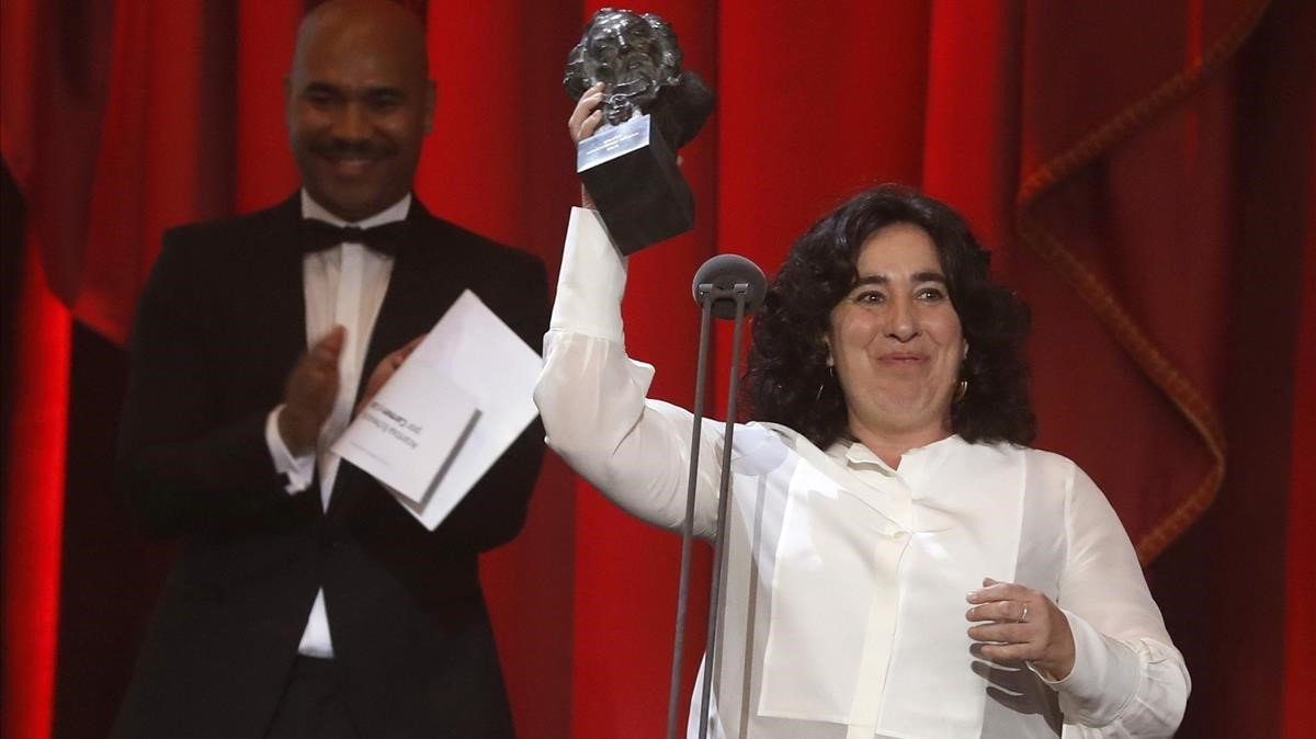 Arantxa Echevarría recine el Goya a la mejor dirección novel por Carmen y Lola.