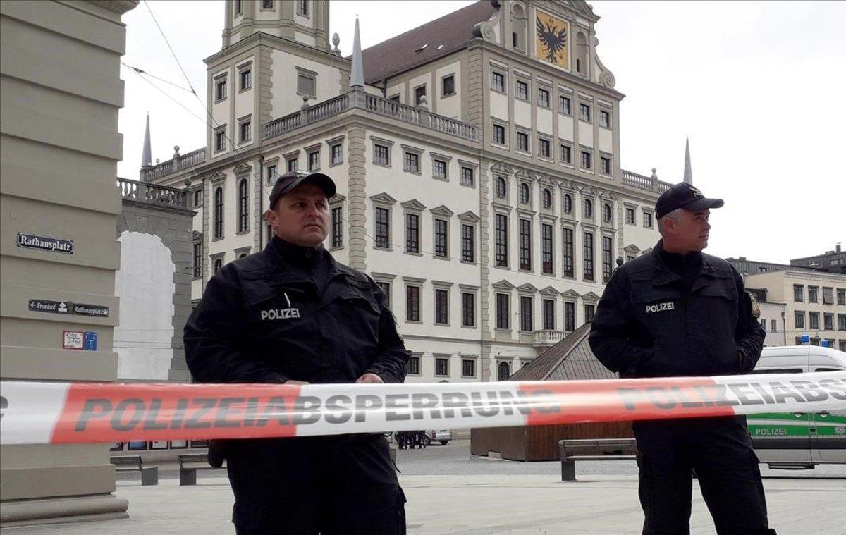Desallotjats sis ajuntaments d'Alemanya per amenaces per 'mail'